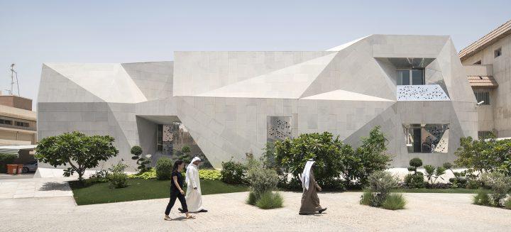 クウェートの建築事務所AGi Architectsが新たな建築 「Rock House」を公開