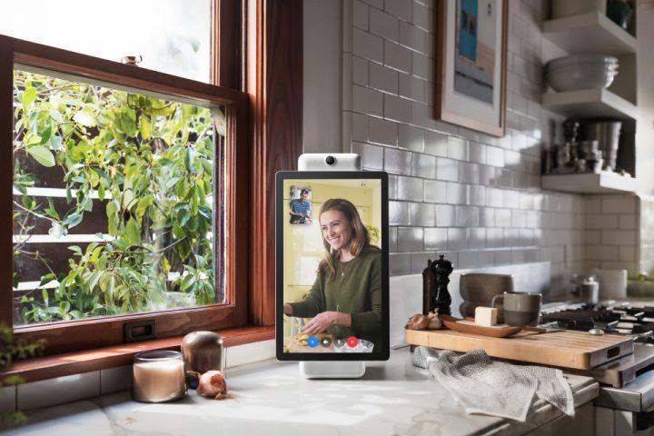 Facebookからビデオ通話デバイス「Portal」が発表 ハンズフリーでパンやズームの機能も搭載