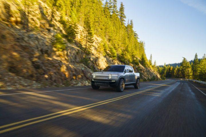 アメリカの電気自動車メーカー Rivianが新車を公開 完全電気式5人乗りピックアップトラック「R1T™」