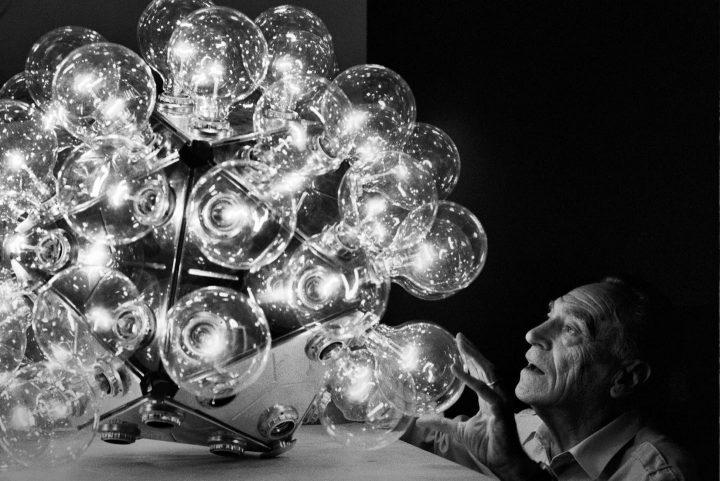 アキッレ・カスティリオーニ生誕100周年記念 FLOSが「if you are not curious, forget it.」展を開催。 20…
