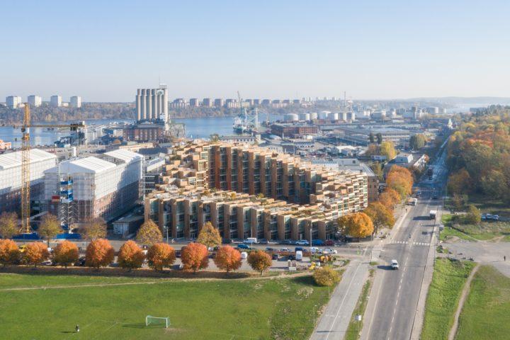 建築設計事務所 BIGによるストックホルムの新建築「79&Park」 目の前に広がる国立公園の景観と調和し…