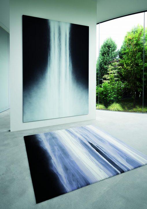 山形緞通から千住博デザインのじゅうたん「SUIJIN」が登場 勢いよく流れる滝を62色の糸で表現