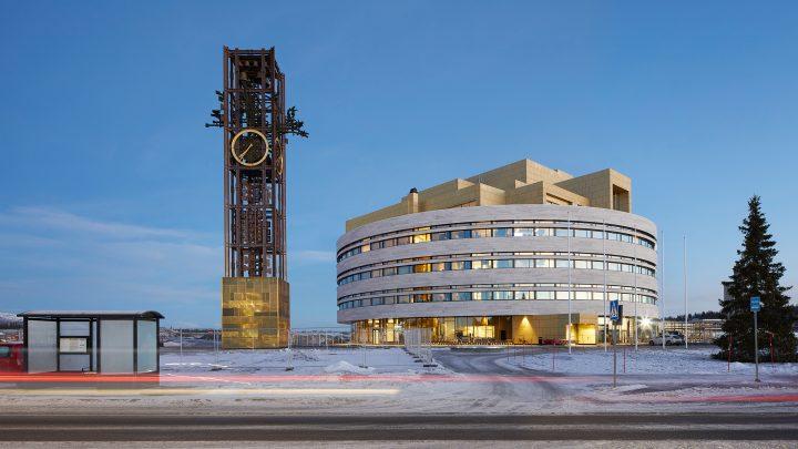 地盤沈下するスウェーデン・キルナの市街地移転計画 Henning Larsenによる「キルナ市庁舎」が完成