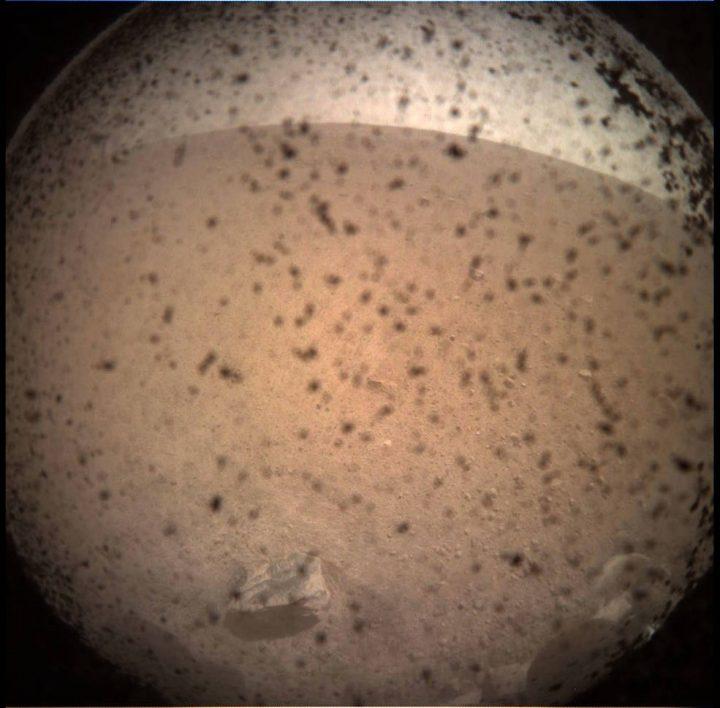 NASAの火星探査機 InShigt火星に着陸成功 2年間をかけて火星の内部構造を調査へ