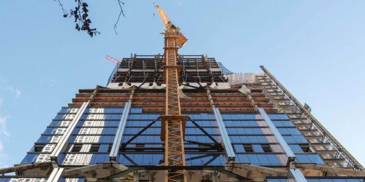 Foster + Partnersが設計を担当した高層建築 ニューヨークの「425 Park Avenue」が上棟