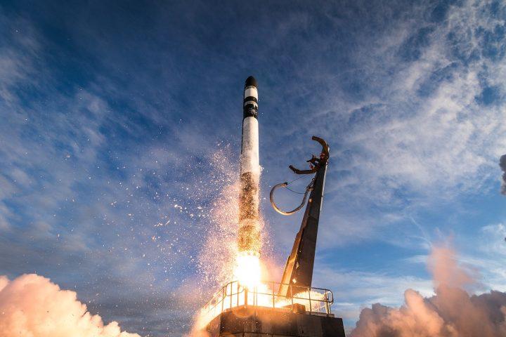 ロサンゼルスの航空宇宙企業 Rocket Lab NASAの極小衛星を搭載したロケット打ち上げに成功