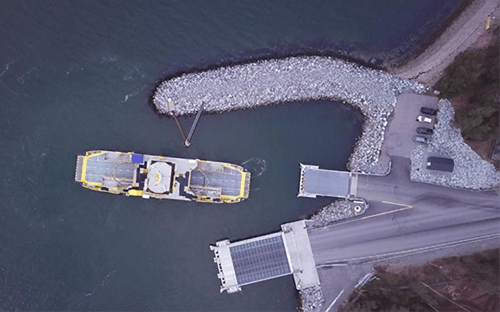 ロールスロイスがフィンランドで完全自動航行フェリーを公開 自動ナビゲートシステムによる自動接岸も披露