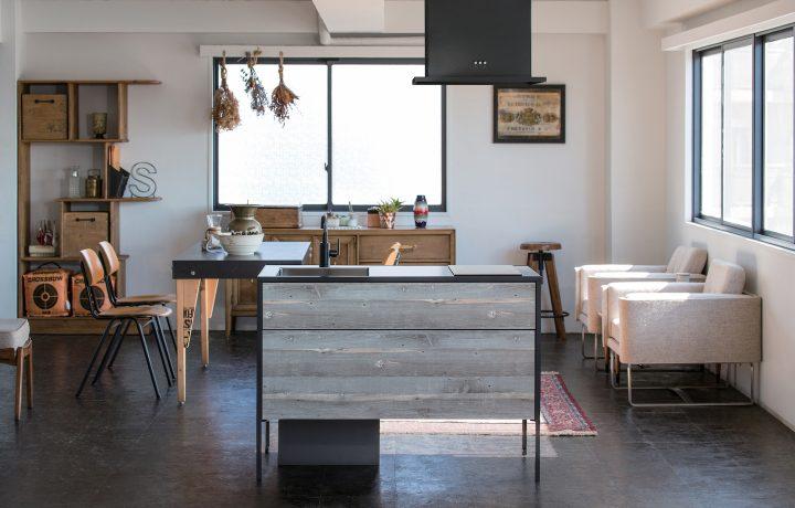 サンワカンパニーが新たなコンパクトキッチン2点を発売 現代の多様なライフスタイルにマッチしたデザイン