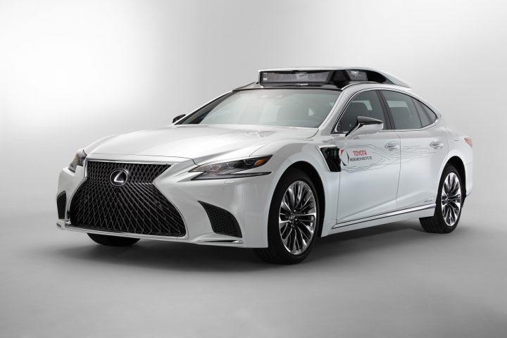 トヨタが新型自動運転実験車「TRI-P4」を公開 Lexus LSをベースとして2019年春から製作開始予定