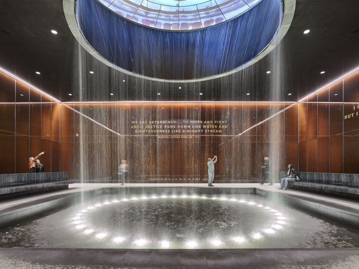 建築家 デイヴィッド・アジャイ ロンドンで個展「David Adjaye: Making Memory」を開催