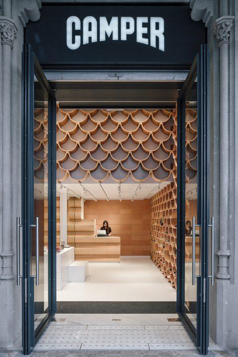 隈研吾建築都市設計事務所が店舗リニューアルを担当 バルセロナのCAMPER パセオ・デ・グラシア店