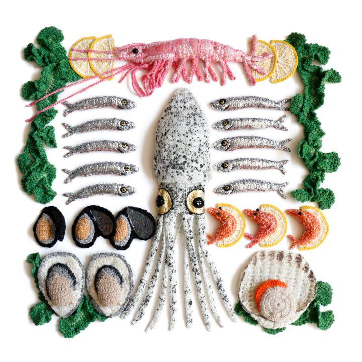 本物そっくりでユーモラス。 イギリスのかぎ針編みアーティスト Kate Jenkinsがつくるニット・シーフード…