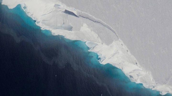 西南極にあるスウェイツ氷河 底が解けて出来たとされる巨大な空洞が発見