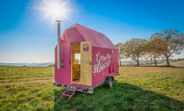 DIY向けスモールハウスの設計図を販売する Pin-Up Housesから新作「Magenta tiny house」が登場
