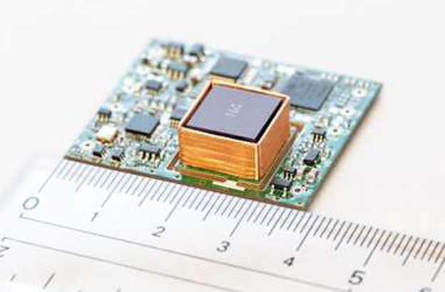 リコーなどが小型の「原子時計」を開発 自動車や小型衛星などへの搭載を見込む