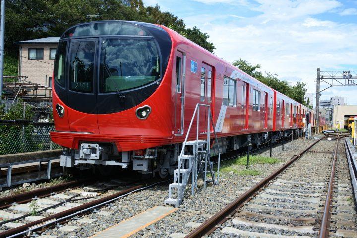 東京メトロ丸ノ内線に新型車両「2000系」が登場 フリースペースの設置など安全性・快適性が飛躍的に向上