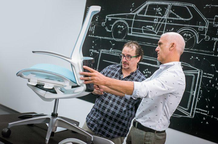 オカムラとジウジアーロ・デザインが新たなオフィスチェアを発表 美しさと機能性、カスタマイズ性を備えた…