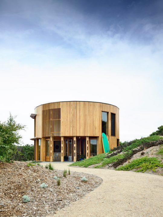 Austin Maynard Architectsが手がけた円形住宅 広大な景色を利用した「St Andrews Beach House」