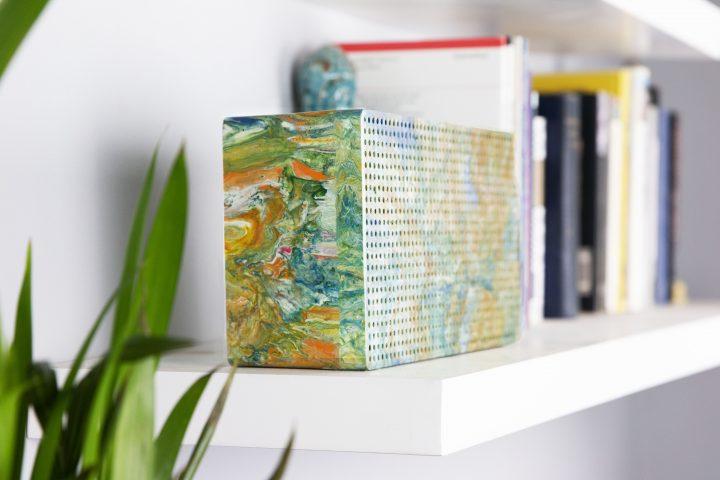 イギリスのサステナブル・デザインスタジオ「Gomi」 軟質プラスチック廃棄物でポータブルスピーカーを製作