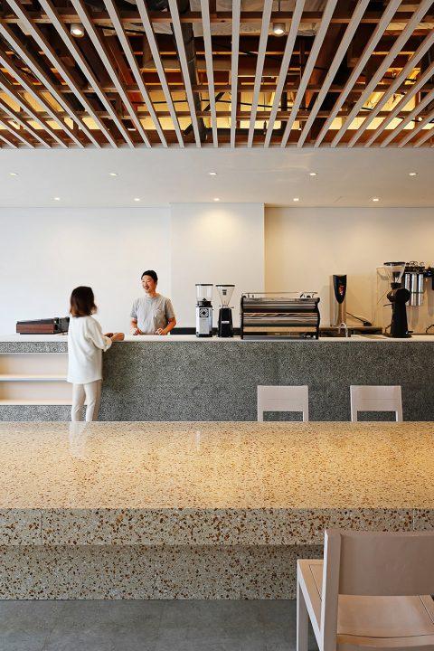 アリイイリエアーキテクツが店舗設計を担当した 盛岡のロースターカフェ「NAGASAWA COFFEE」