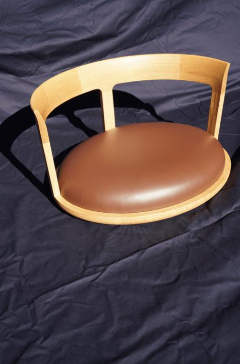 デザイナー Matteo Guarnacciaの新プロジェクト 8か国で椅子を制作する「Cross Cultural Chairs」