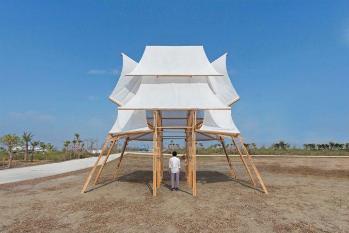 台湾のアーティスト Cheng Tsung FENGによる ランタン祭りのインスタレーション「Sailing Castle」