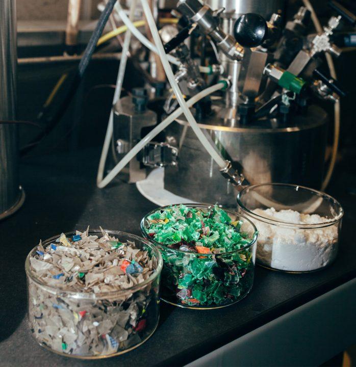 IBMが新たなプラスチックリサイクル技術を開発 触媒を用いて化学的に分解する「VolCat」
