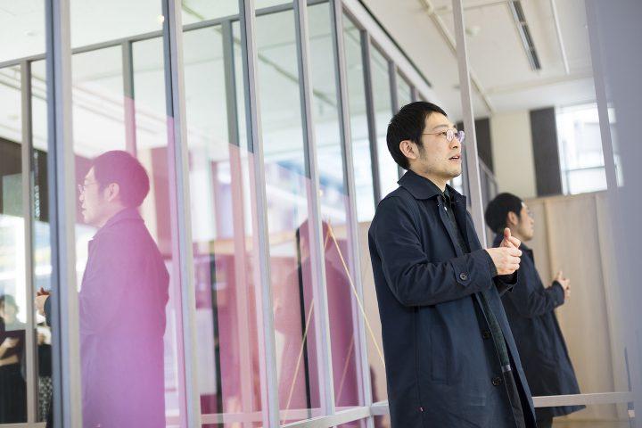 新たなデジタルサイネージの可能性を示す 「鏡と天秤—ミクスト・マテリアル・インスタレーション—」展 建…