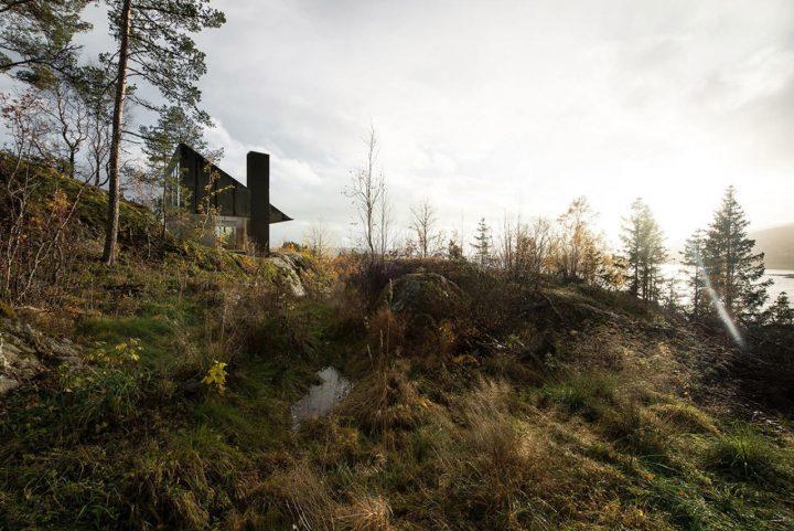 ノルウェーのフィヨルドを見渡せる ささやかな建築「CABIN RONES」