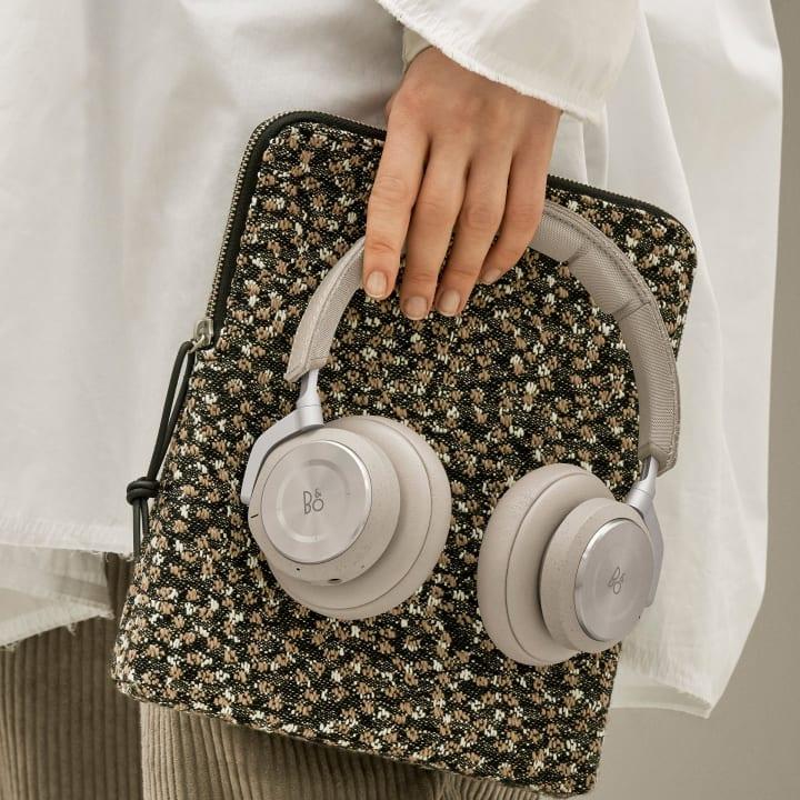 Bang & Olufsenが2019年春夏コレクションを発表 バッグとポーチにKvadrat/Raf Simons コレクション素…