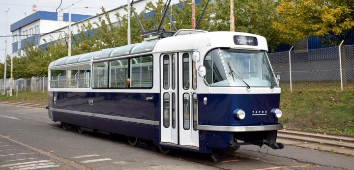 プラハに登場した路面電車「T3 Coupé」 過去の車両にオマージュを捧げるシックなデザイン