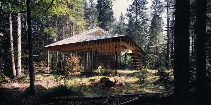 隈研吾建築都市設計事務所が手がけた「WOOD / PILE」 スパの聖地「Das Kranzbach」の瞑想のための建築