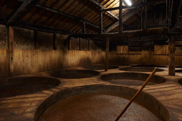 """小豆島の""""食""""を巡る旅。木桶仕込みの醤油蔵、正金醤油とヤマロク醤油へ"""