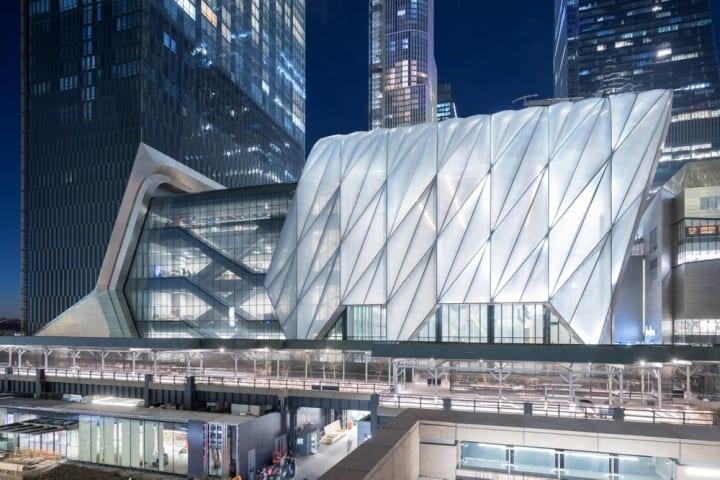 ニューヨークに「The Shed」がオープン 外殻がスライドして床面積が2倍になるアートセンター