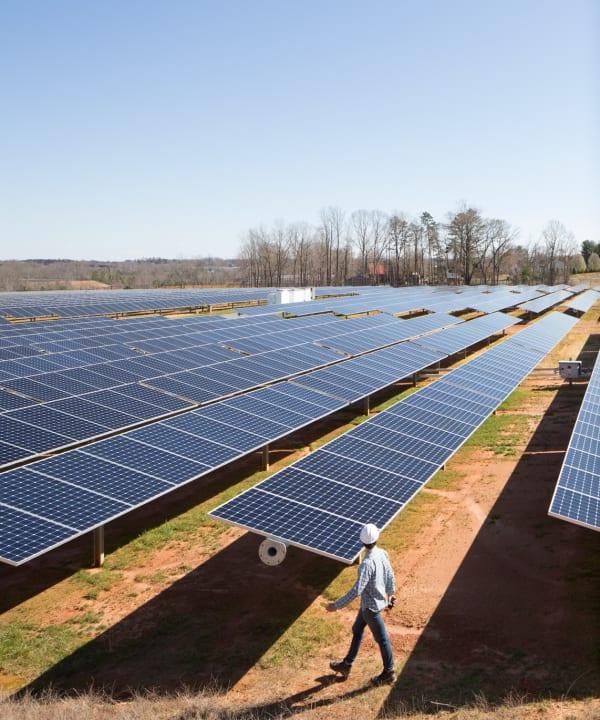Appleがクリーンエネルギーの目標を達成 総合的なカーボンフットプリントも3年連続で減少