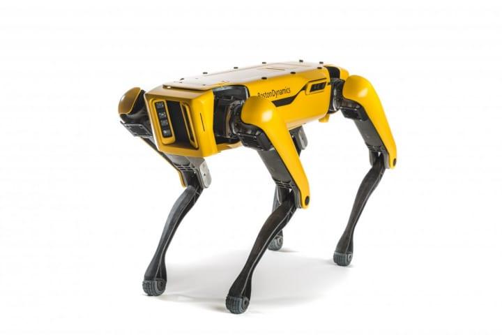 四足歩行ロボット10台がトラックを牽引!? ボストン・ダイナミクスが開発中の「SpotMini」による動画が公開