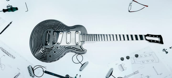 マルムスティーンでも壊せない!? 工作機械メーカー サンドビックが世界一頑丈なギターを公開