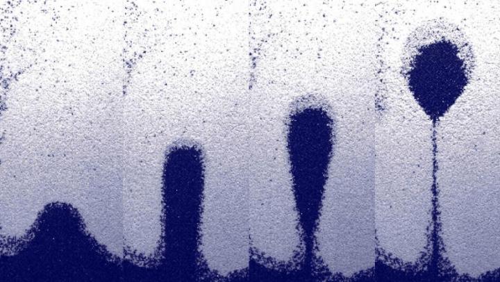 物理学の法則に挑戦!? コロンビア大学の研究者が砂のバブルを確認