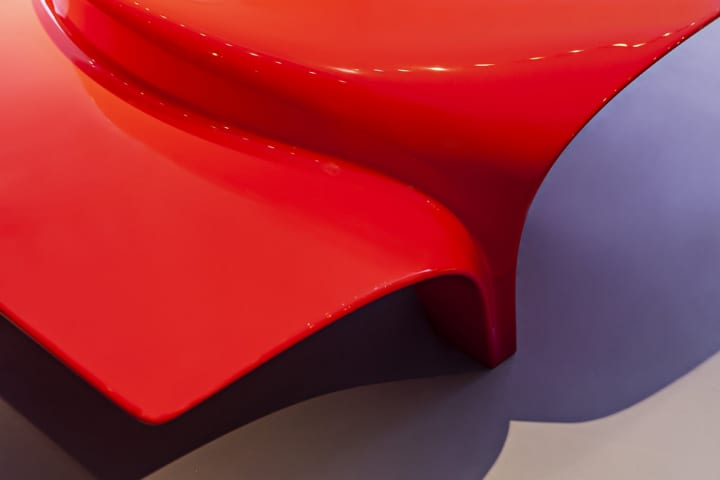 Zaha Hadid Designが「Mew Coffee Table」を公開 高級家具ブランド Sawaya&Moroniのためのシリーズ