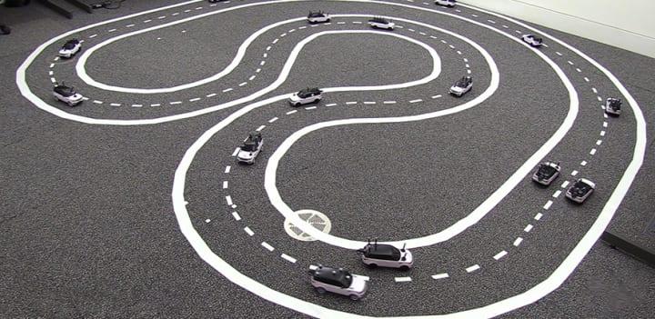 無人の自動運転車が車の流れを改善できる!? 英ケンブリッジ大学が「協調モード」で渋滞の緩和を実験