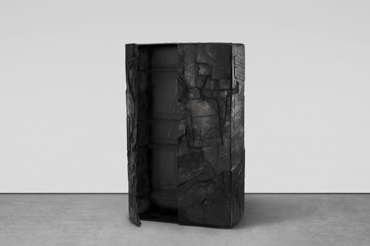 デザインスタジオ Fredrikson Stallardによる「Study of Armour」 厚紙を重ねながらブロンズで仕上げた彫…