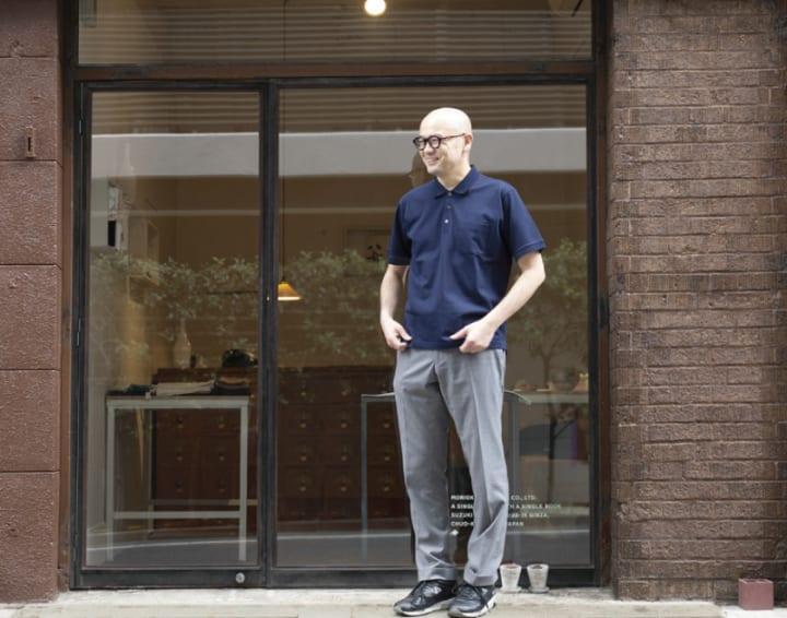 森岡書店オーナーの森岡督行氏とつくった 「働くポロシャツ」がゴールデンベアから登場