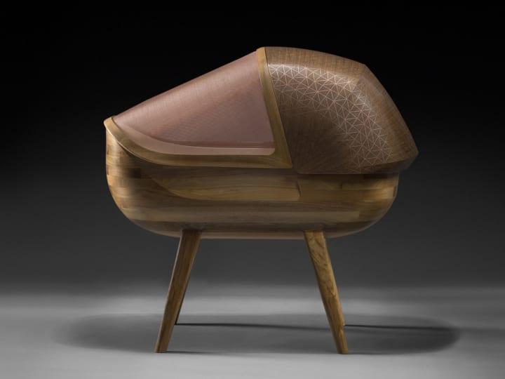デザインスタジオ Noir Vifによるベビーベッド「Argo」 赤ちゃんを電磁波から守るために上質のウォルナッ…