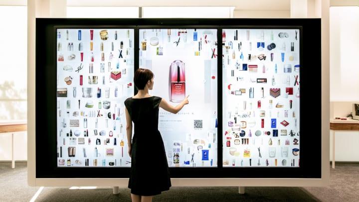 資生堂のショールーム「S/PRESS」に チームラボの「Digital Collection Wall」を導入