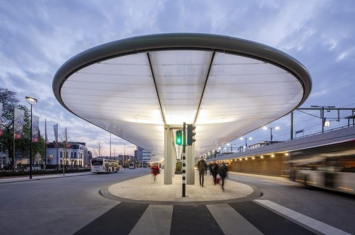 cepezedによるオランダ・ティルブルフの新しいバス停留所 持続可能でミニマル、インクルーシブなデザイン