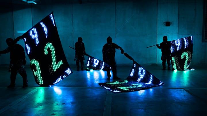 クリエイティブカンパニー mplusplus ディスプレイのように制御可能な旗「LED VISION FLAG」を発表