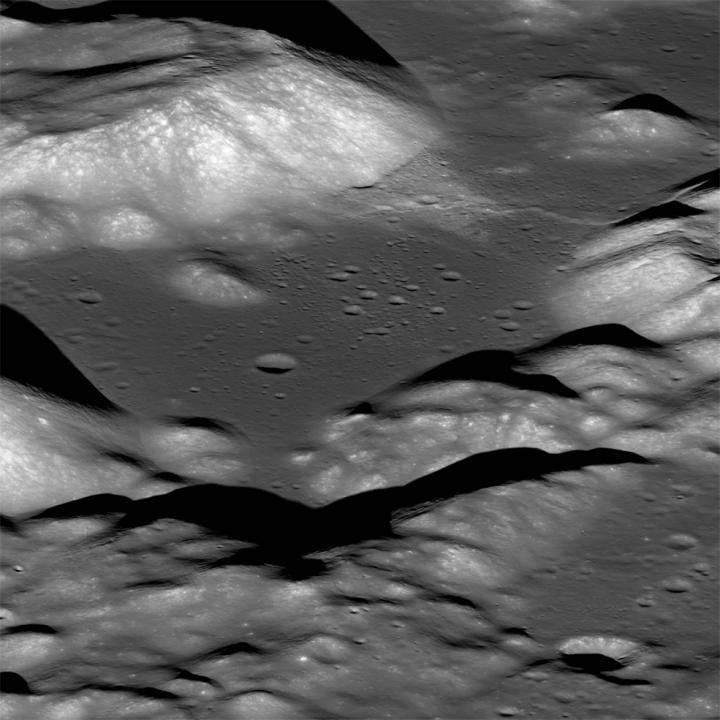 月面は冷えると縮んで「しわ」ができる!? 「ムーンクウェイク」と断層の発生をNASAが解析