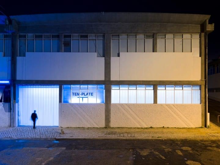 リスボンのファッションラボスペース「TEM-PLATE」 古い倉庫を改装した近未来的なショップをオープン