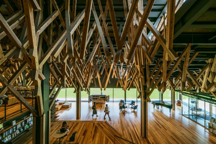 隈 研吾と水谷伸吉(more trees)による講演会が開催高知県をモデルケースに森林・建築を語る