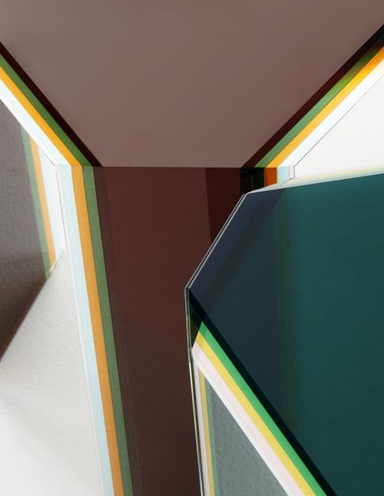 ミラノのデザイナー パトリシア・ウルキオラによる 「Glas Italia」のためのテーブルコレクション「Bisel」